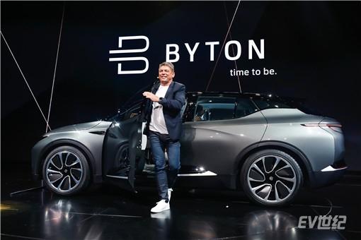 4- BYTON拜腾首席执行官兼联合创始人毕福康博士走出BYTON Concept_副本.jpg