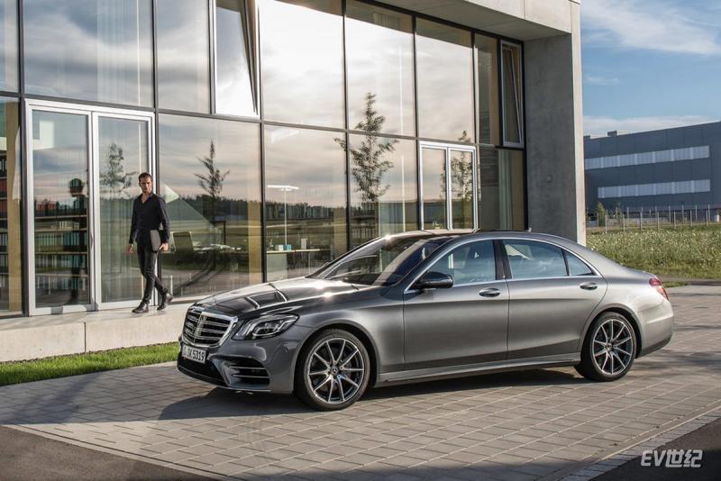 Mercedes-Benz-S-Class-2018-1280-03.jpg