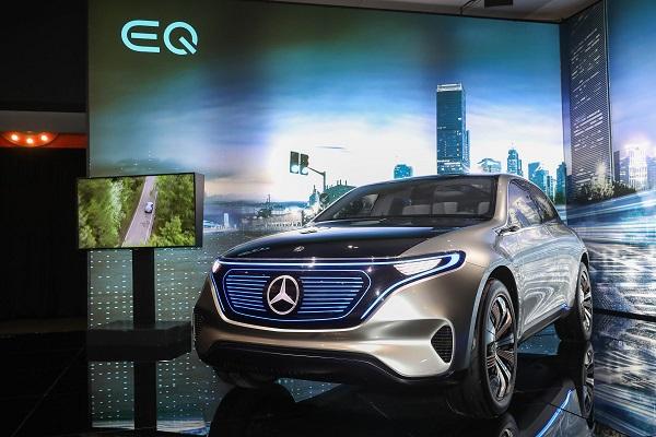 10.EQ概念车向世人展示了梅赛德斯-奔驰对未来电动出行的设想与应用,体现了三叉星徽对创新的不懈追求.jpg