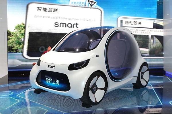 06.smartVisionEQfortwo概念车,通过对智能互联、自动驾驶、共享出行、电力驱动的完美融合,为未来都市出行描绘了全新蓝图.jpg