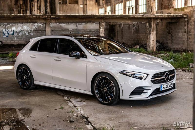 Mercedes-Benz-A-Class-2019-1280-03.jpg