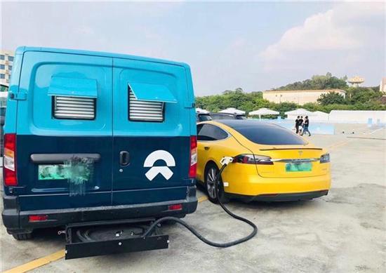 充电车   据外媒报道,中国电动汽车初创企业蔚来(nio)现在正向特斯拉