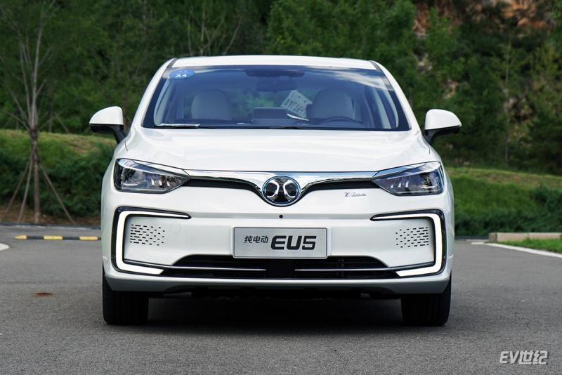 试驾北汽新能源eu5纯电动汽车