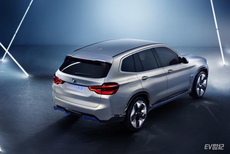 BMW-iX3-back-1024x767.jpg