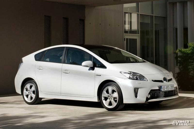 Toyota-Prius-2012-1600-04.jpg