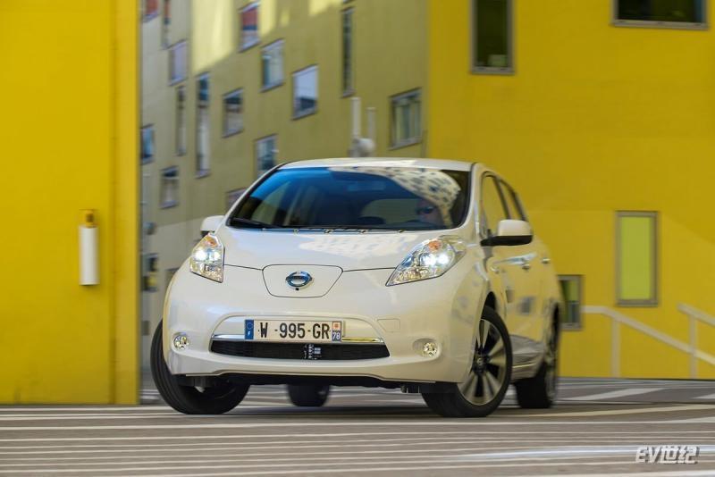Nissan-Leaf_30_kWh-2016-1600-0d.jpg