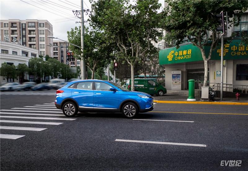 威马汽车携手中国邮政,用新模式驱动产业融合,激发新能源汽车增量市场_副本.jpg