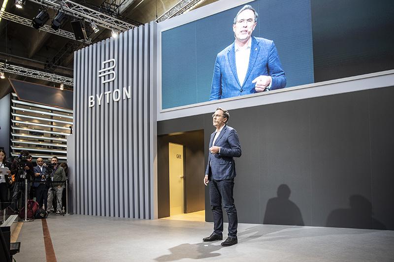 2- 拜腾首席执行官戴雷博士(Dr. Daniel Kirchert)介绍公司最新进展.jpg