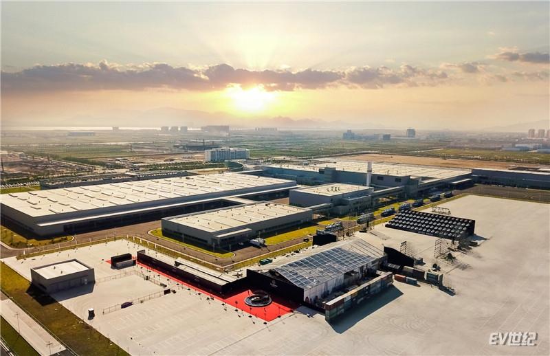 坐落于温州瓯江口的威马新能源汽车智能产业园是威马实现C2M模式的首座智能化工厂_副本.jpg