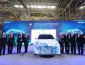 ARCFOX试生产首车下线 北汽携麦格纳加速推进高端智能新能源汽车战略