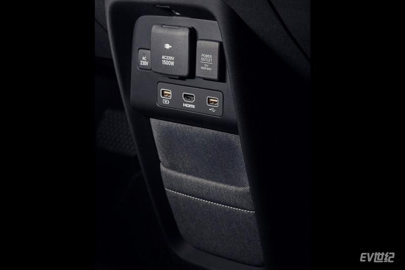 Honda-e_Concept-2019-1600-11.jpg