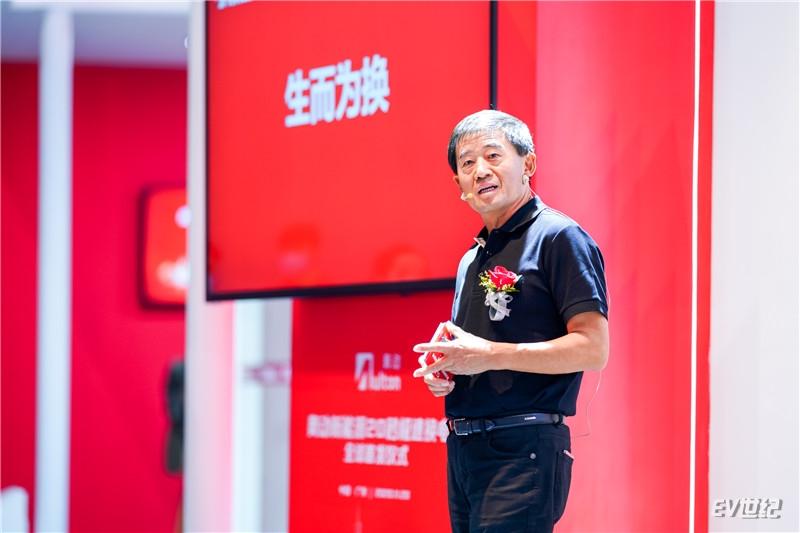 5-奥动新能源联席董事长张建平发表《20·20·20》主题演讲.jpg