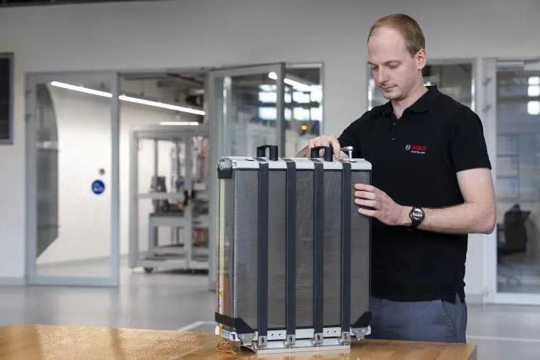 02_燃料电池的核心部件——电堆.jpg