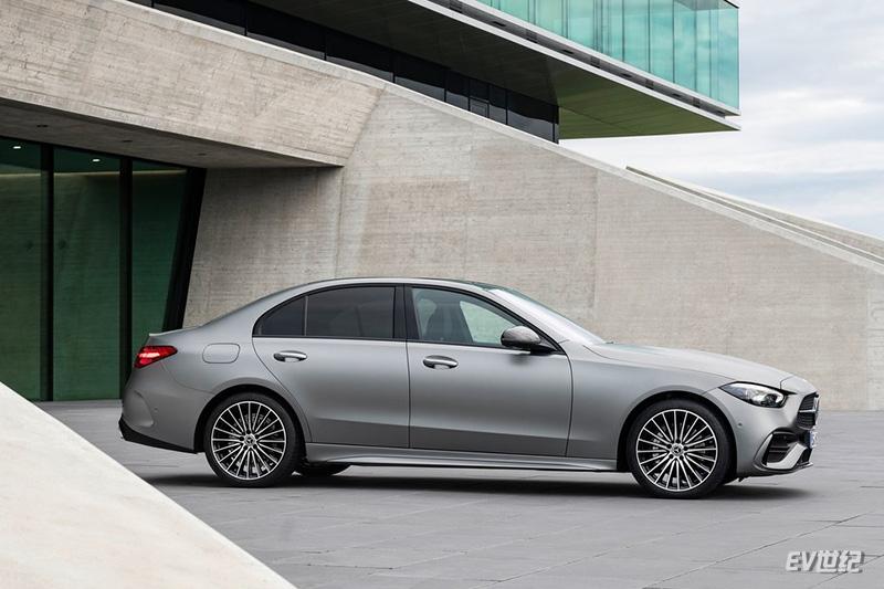 Mercedes-Benz-C-Class-2022-1024-13.jpg