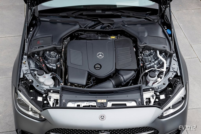 Mercedes-Benz-C-Class-2022-1024-3b.jpg