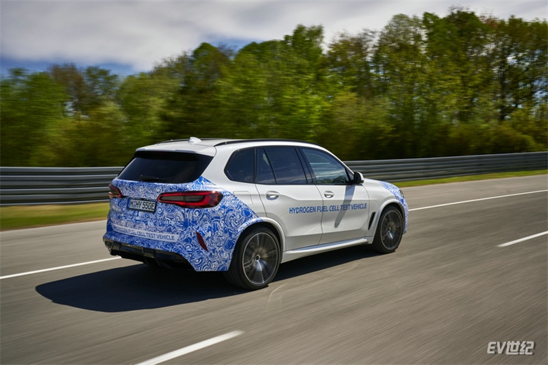 02.BMW i Hydrogen NEXT氢燃料电池原型车开启实路测试_副本.jpg