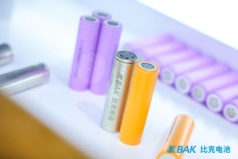 比克电池五金博览会参展新闻配图3.jpg