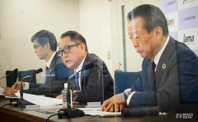 akio-toyoda-presiding-the-jama-september-9-press-conference-3.jpg